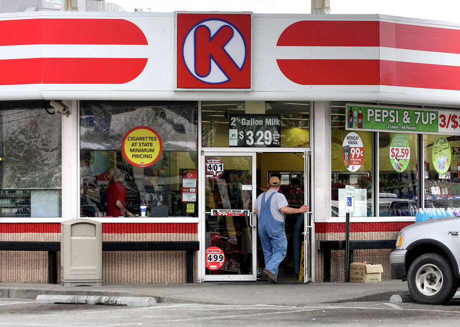 A customer walks into the Circle K store where the winning Powerball ticket worth $221.7 million was sold, Thursday, April 7, 2011 in Clarksville, Ind. (AP Photo/The News and Tribune, C.E. Branham) Photo: Associated Press /File Photo / AP2011