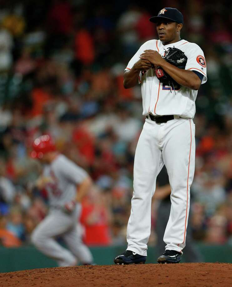 Houston Astros relief pitcher Tony Sipp (29) reacts after giving up a three-run home run to St. Louis Cardinals Brandon Moss during the seventh inning of an MLB game at Minute Maid Park,Wednesday, Aug. 17, 2016, in Houston. Photo: Karen Warren, Houston Chronicle / © 2016 Houston Chronicle