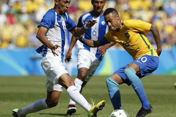 Brazil's Neymar, right, dribbles the ball past Honduras' Allans Vargas during a semi-final match of the men's Olympic football tournament between Brazil and Honduras at the Maracana stadium in Rio de Janeiro, Brazil, Wednesday Aug. 17, 2016. (AP Photo/Silvia Izquierdo)