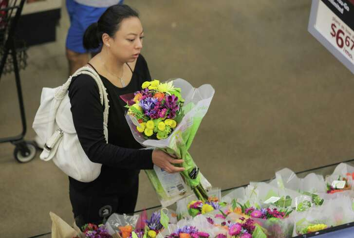 Floral bouquets to go are one of the conveniences added to Randall's Fresh store in Midtown,  on Wednesday, Aug. 17, 2016, in Houston. ( Elizabeth Conley / Houston Chronicle )