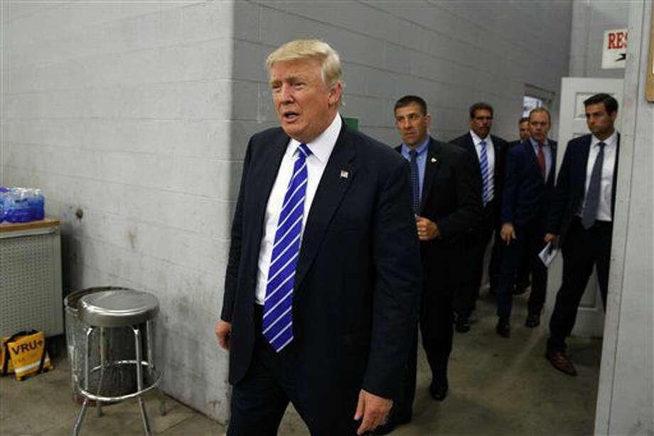El candidato presidencial republicano Donald Trump llega a una reunión de discusión sobre minería del carbón en Fitzgerald Peterbilt, el miércoles 10 de agosto de 2016, en Glade Spring, Virginia. (AP Foto/Evan Vucci) Photo: Evan Vucci