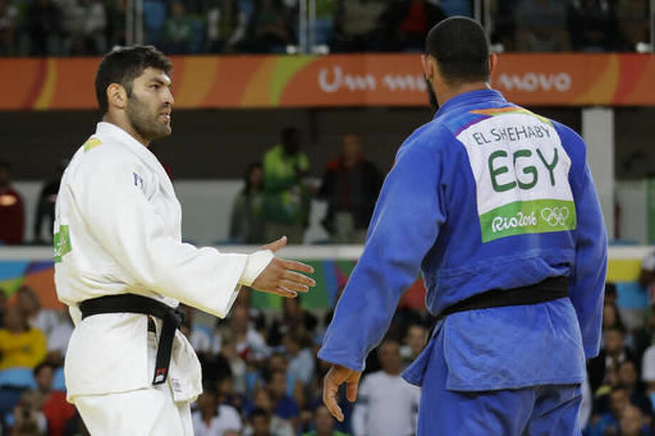 Egypt's Islam El Shehaby, blue, declines to shake hands with Israel's Or Sasson, white, after losing during the men's over 100-kg judo competition at the 2016 Summer Olympics in Rio de Janeiro, Brazil, Friday, Aug. 12, 2016. (AP Photo/Markus Schreiber) Photo: Markus Schreiber