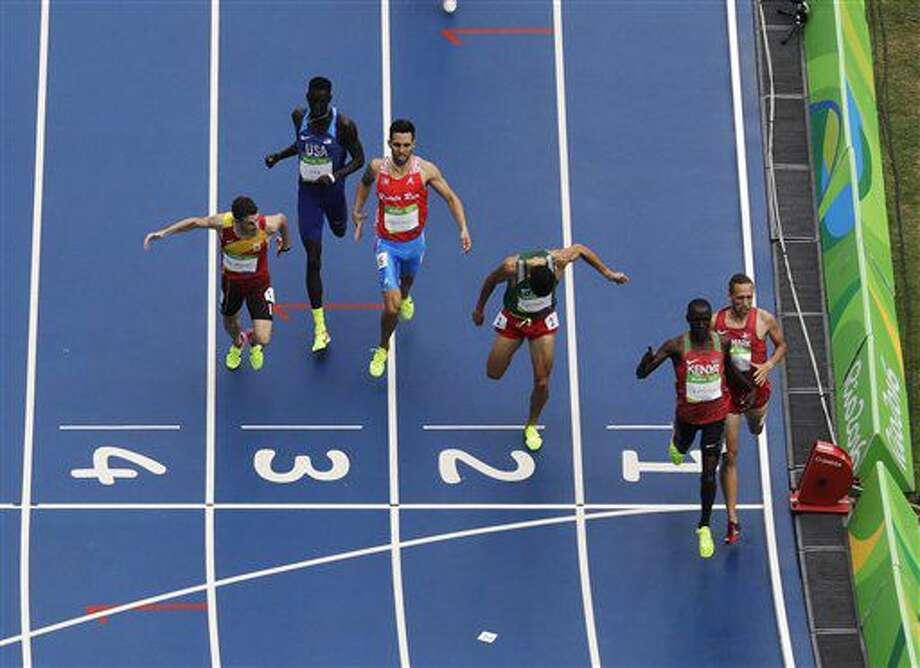 El keniano Alfred Kipketer (2do de derecha a izquierda) gana su eliminatoria de los 800 metros en los Juegos Olímpicos de Río de Janeiro, el viernes 12 de agosto de 2016 (AP Foto/Morry Gash) Photo: Morry Gash