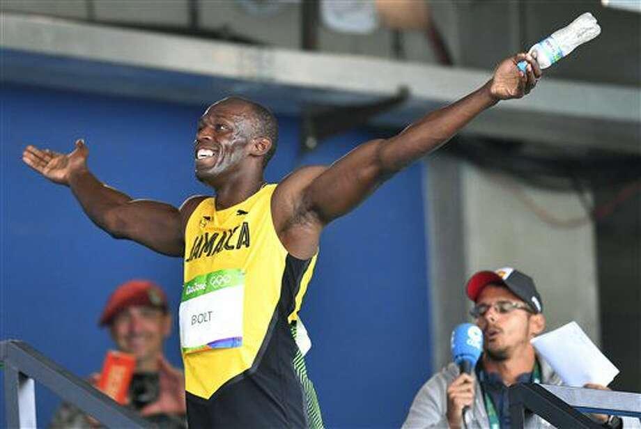 El jamaiquino Usain Bolt festeja tras ganar su elimiantoria de los 100 metros en los Juegos Olímpicos de Río de Janeiro el sábado, 13 de agosto de 2016. (AP Photo/Martin Meissner) Photo: Martin Meissner