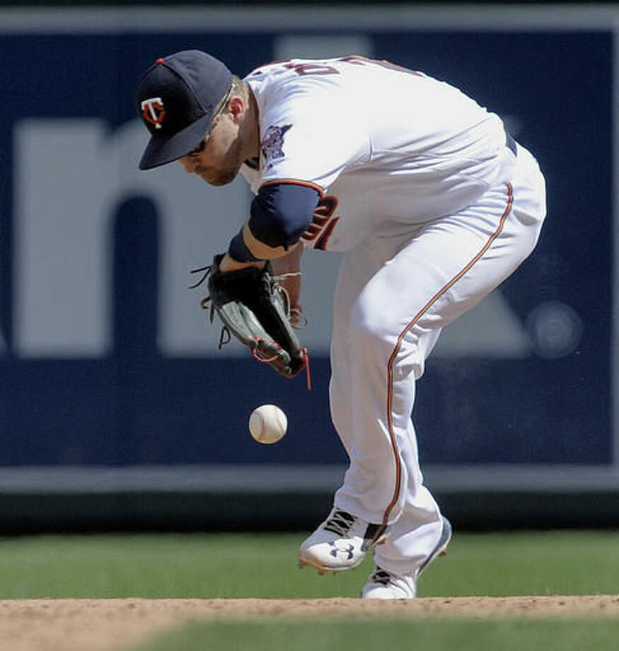 Minnesota Twins' Brian Dozier bobbles a ball hit by Kansas City Royals' Alex Gordon for a single during the seventh inning of a baseball game, Sunday, Aug. 14, 2016, in Minneapolis. The Royals defeated the Twins 11-4. (AP Photo/Tom Olmscheid) Photo: Tom Olmscheid