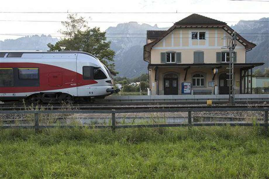 Vista de la estación de tren de Salez-Sennwald, en Salez, Suiza, el 14 de agosto de 2016. (Gian Ehrenzeller/Keystone via AP) Photo: Gian Ehrenzeller
