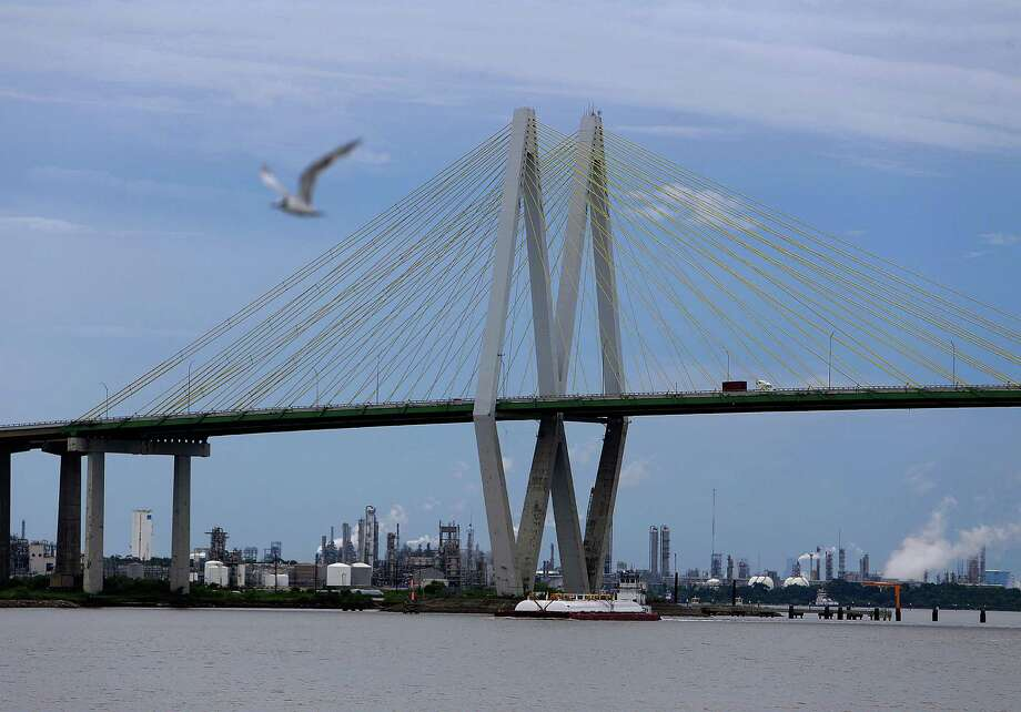 The Fred Hartman Bridge will close at 2 p.m. Thursday to allow an extremely heavy load to pass. The bridge will remain closed for 1-2 hours. Photo: Mark Mulligan, Houston Chronicle / © 2016 Houston Chronicle