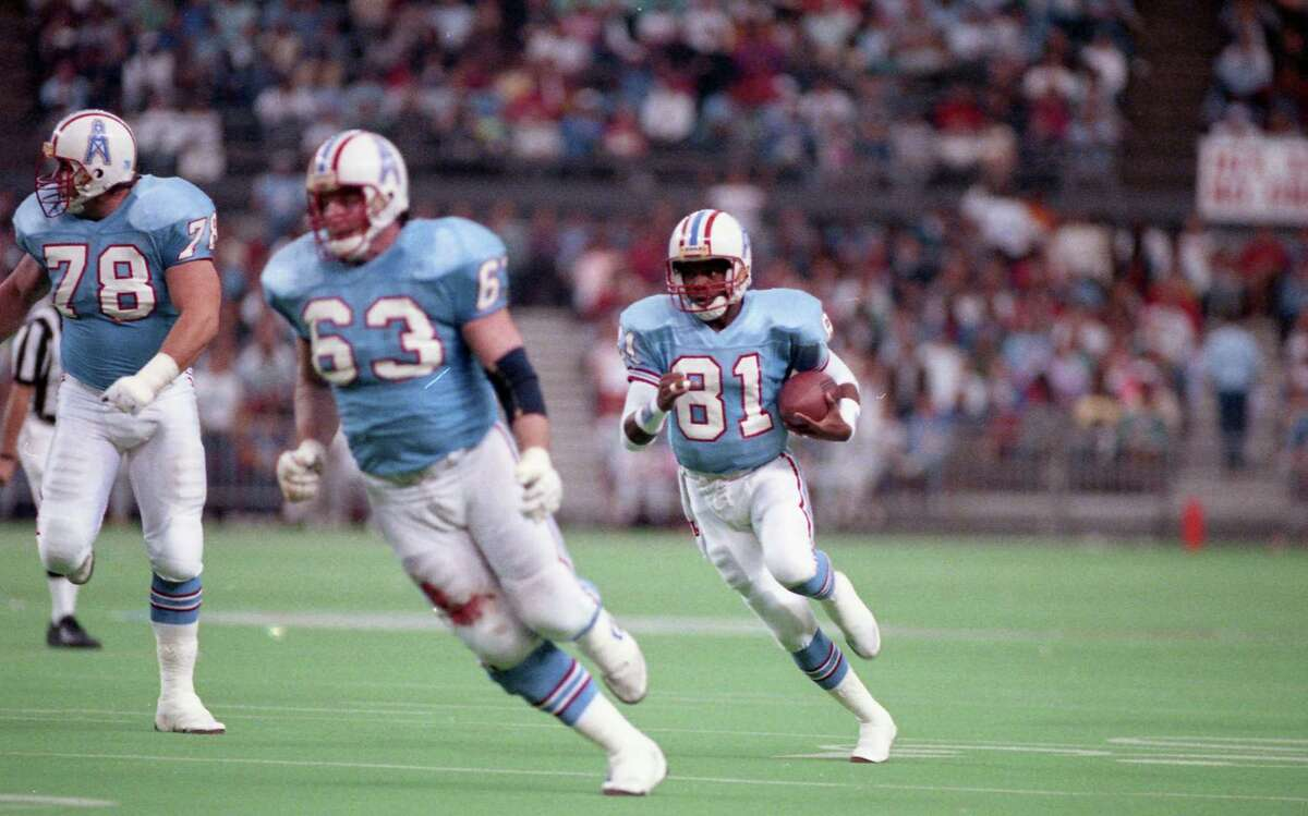 02/09/1990 - Houston Oilers v Cleveland Browns at Astrodome. Oilers Don Maggs (78) and Mike Munchak (63) block for Oilers receiver Ernest Givins (81)