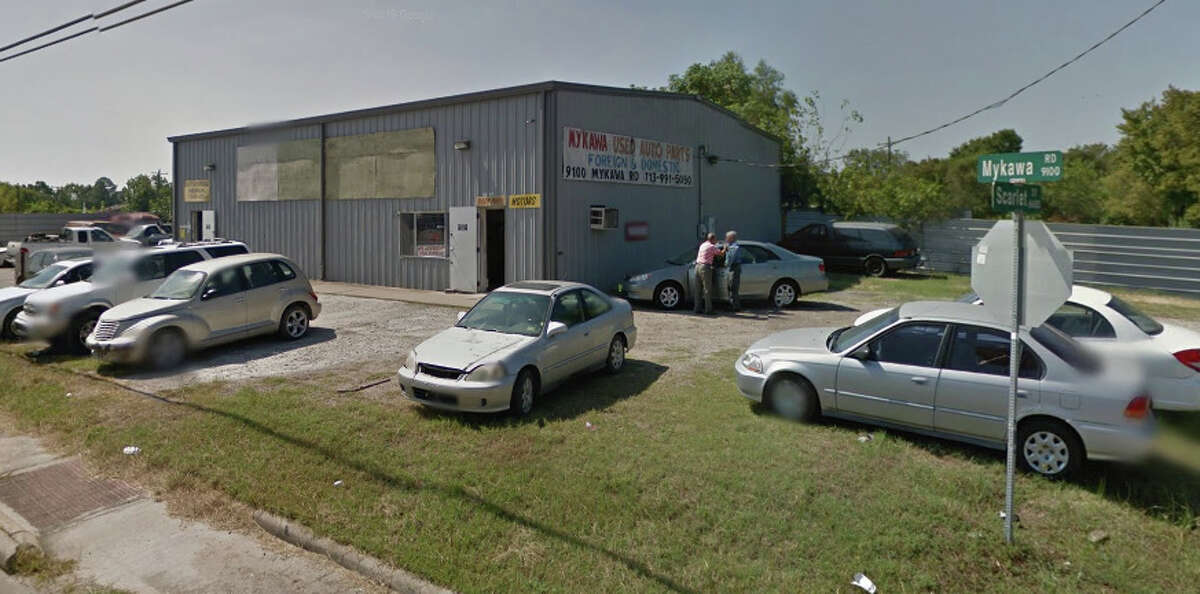 Houston police on Thursday responded to a report of a decapitated man inside Mykawa Auto Parts Inc., seen in a Google Maps image above. The business is located along Mykawa near Airport Boulevard.