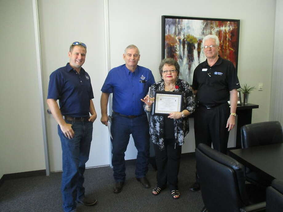 Carolyn Cross General Manager Of Joe Myers Ford Receives Award