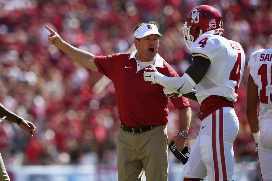 Oklahoma coach Bob Stoops, yelling at Hatari Byrd during the loss to UT last year in Dallas, is about to embark on his 18th season in Norman. Photo: Ronald Martinez /Getty Images / 2015 Getty Images