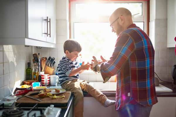 Parents can help small children adapt to a successful school year in several ways: 1.Develop a routine. Children feel safe when they can count on a routine. Keeping a routine helps children feel confident by adding structure to their life.