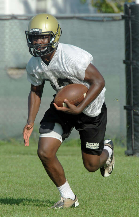 Defensive back Kevon Latulas runs drills during Nederland's during the first week of the 2016 football season. Photo taken Wednesday, August 03, 2016 Guiseppe Barranco/The Enterprise Photo: Guiseppe Barranco, Photo Editor