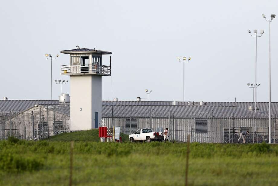 Possible mumps infections again shut down visitation in parts of some Texas prisons. Photo: Rose Baca, Associated Press