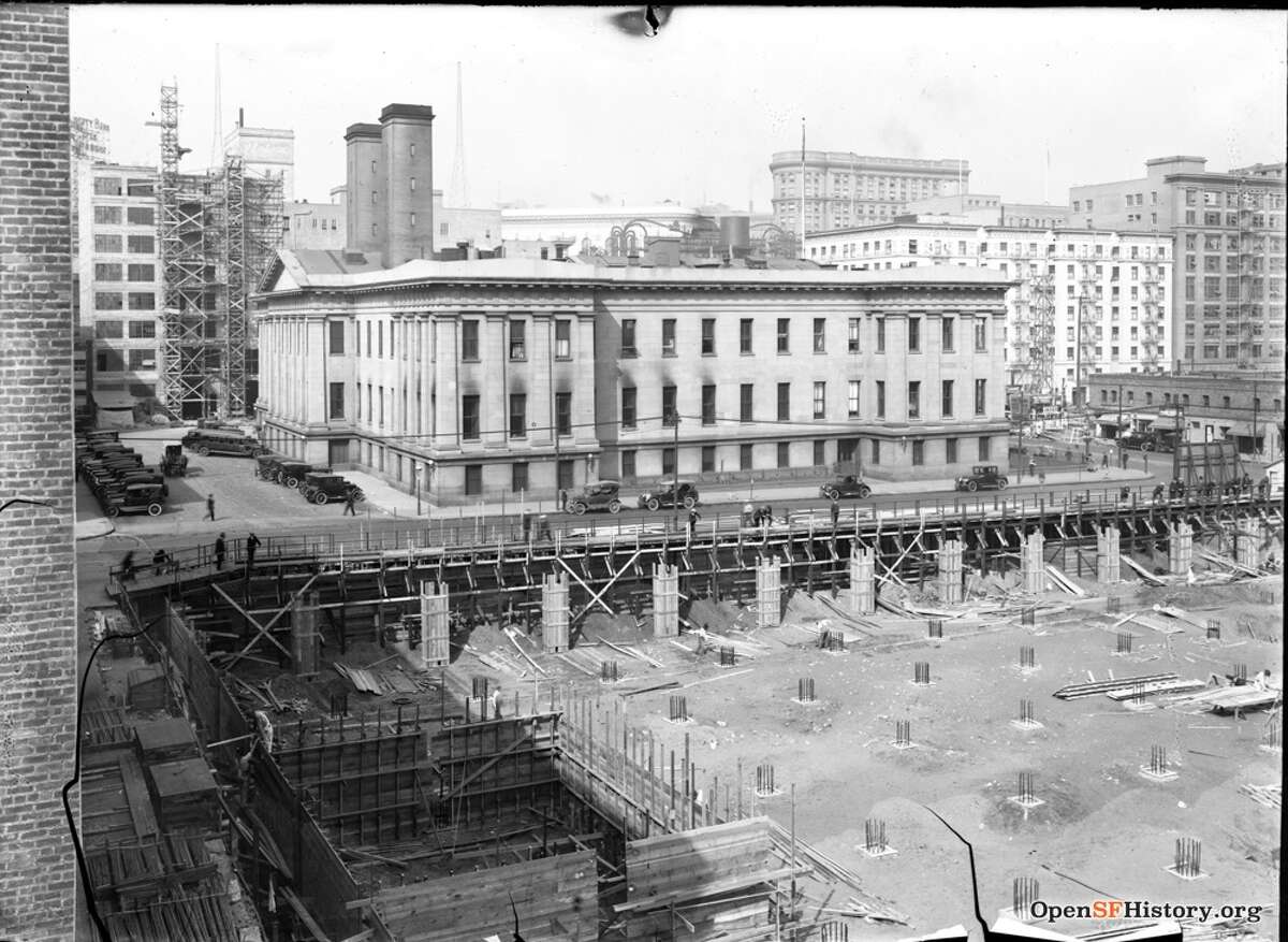 5th and Mission 1924, Chronicle Building under construction, Old Mint across the street. Courtesy of OpenSFHistory.org.