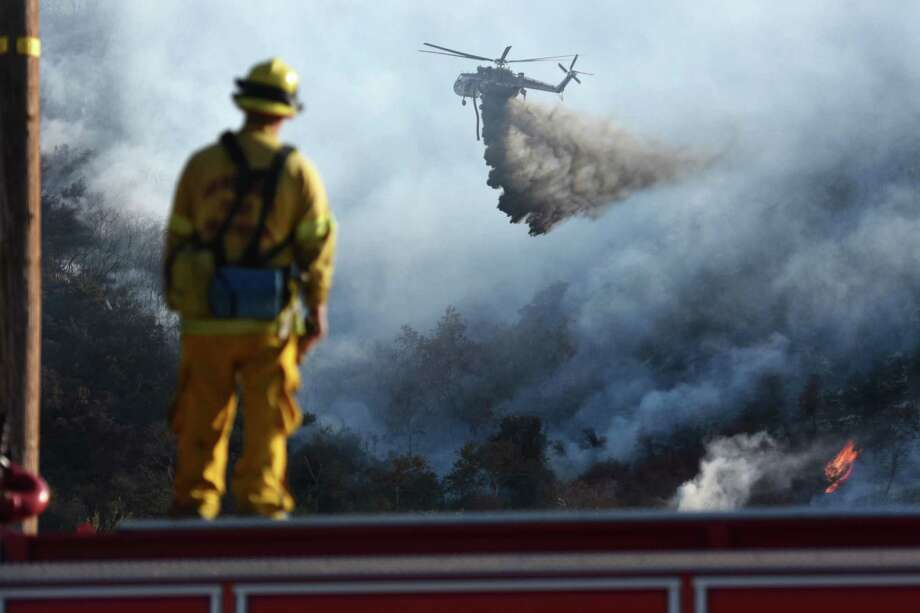Firefighting crews in San Bernardino County Fire were aided by a fast-paced air attack of retardent and water drops. Photo: David Pardo, MBO / The Daily Press