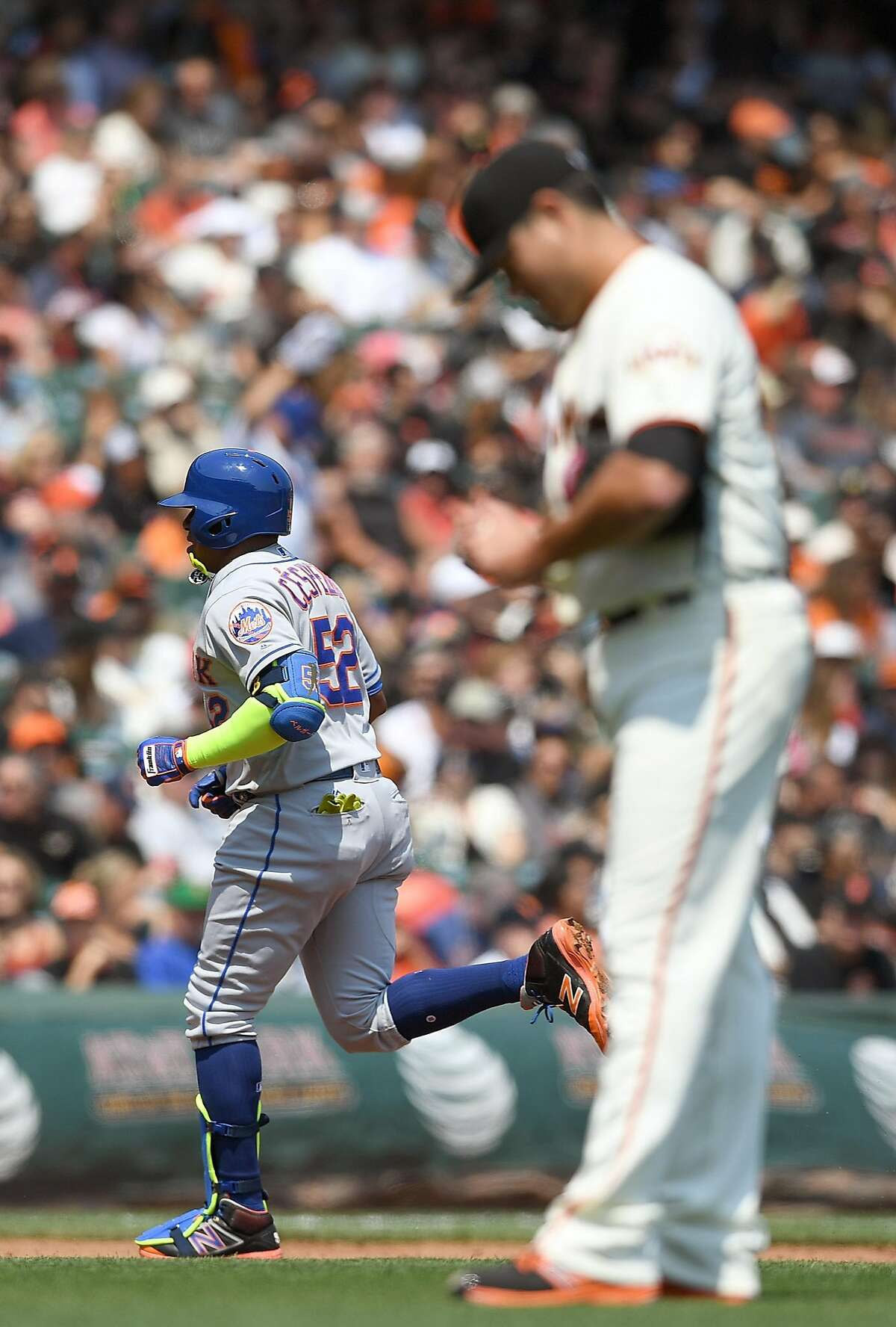 SAN FRANCISCO, CA - AUGUST 20: Yoenis Cespedes #52 of the New York Mets trots around the bases after hitting a solo home run off of Matt Moore #45 of the San Francisco Giants in the top of the third inning at AT&T Park on August 20, 2016 in San Francisco, California. (Photo by Thearon W. Henderson/Getty Images)