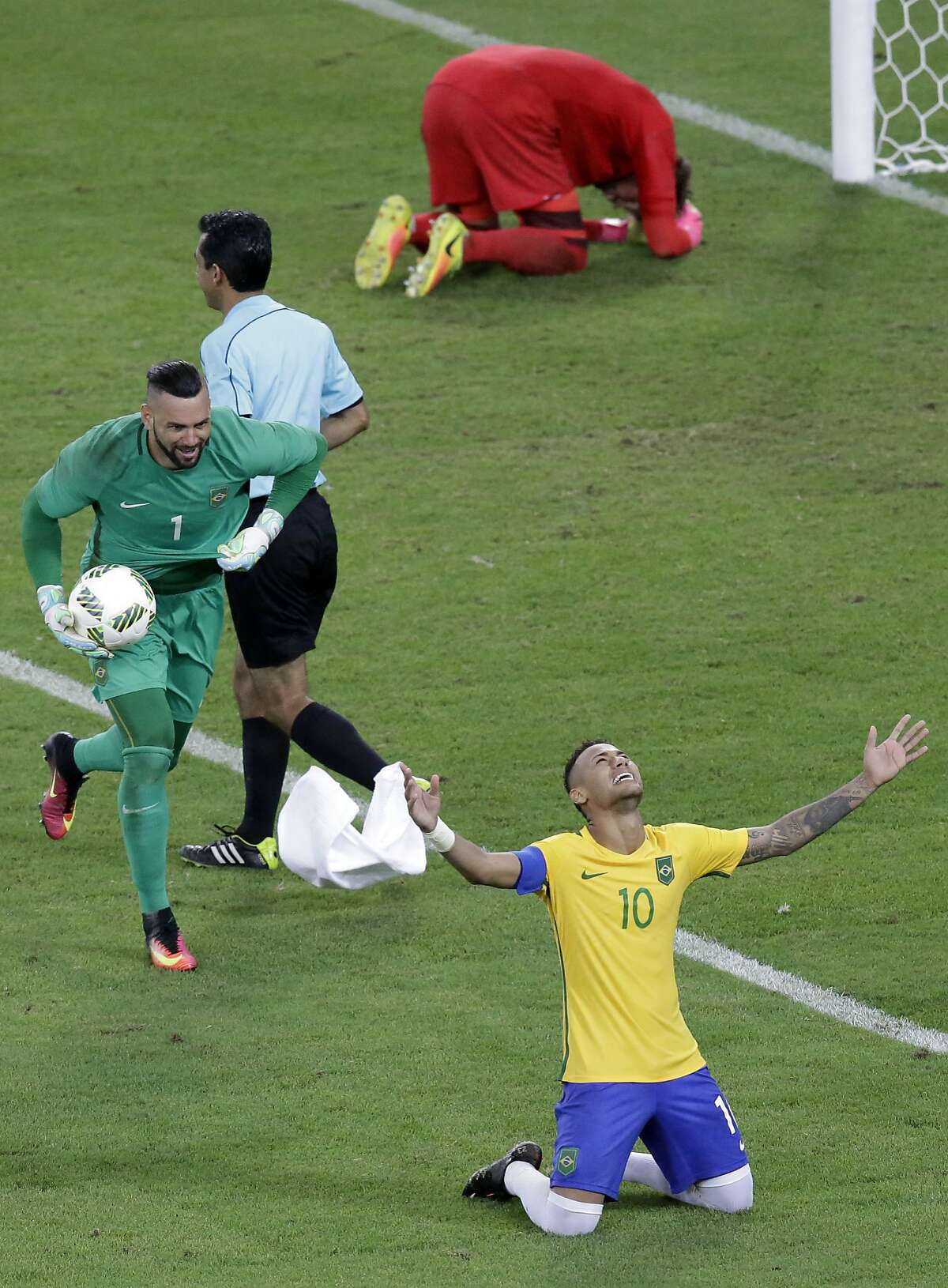 Brazi's Neymar celebrates with teammate goalkeeper Weverton, left, after scoring the decisive penalty kick during the final match of the mens's Olympic football tournament between Brazil and Germany at the Maracana stadium in Rio de Janeiro, Brazil, Saturday Aug. 20, 2016. Brazil won the gold medal on penalty shoot-out.(AP Photo/Luca Bruno)