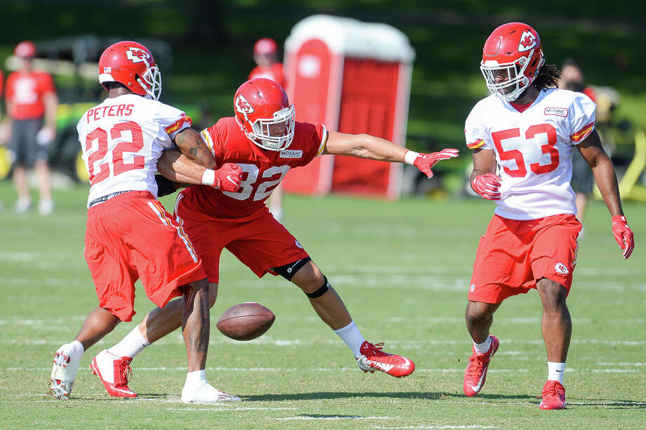 Kansas City tight end Brian Parker, center, loses control of the ball as he is grabbed by cornerback Marcus Peters during the NFL football team's training camp Wednesday, Aug. 17, 2016, in St. Joseph, Mo. (Dougal Brownlie/The St. Joseph News-Press via AP) ORG XMIT: MOSTN103 Photo: Dougal Brownlie / The St. Joseph News-Press