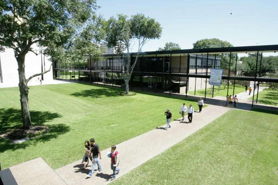 Welder Hall at University of St. Thomas is seen on Thursday, Sept. 4, 2008, in Houston. ( Julio Cortez / Chronicle ) Photo: Julio Cortez, Staff / Houston Chronicle