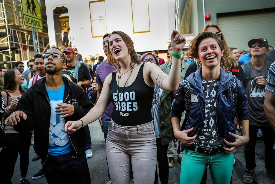 (l-r) Jeff Davis, Jennifer Abee and Eva Malak dance while listening to Miami Horror perform at the 20th Street Block Party music festival in San Francisco, California, on Saturday, Aug. 20, 2016. Photo: Gabrielle Lurie, Special To The Chronicle