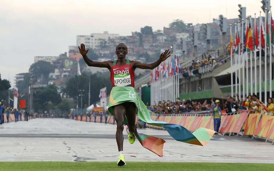 Kenya's Eliud Kipchoge pulled away with 5 remaining to win the men's marathon in 2:08:44. Photo: Petr David Josek, Associated Press