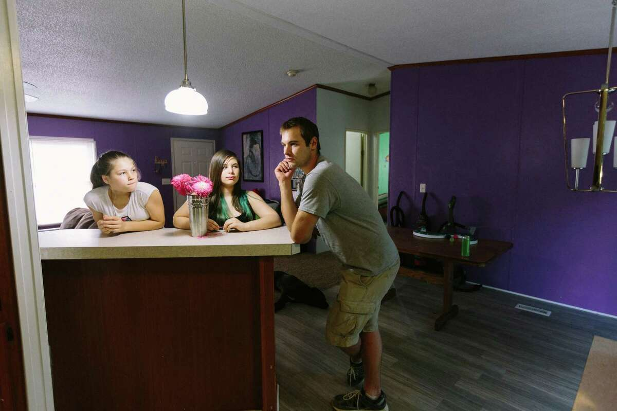Samuel Rankin and his daughters moved into a three-bedroom Vision Property Management rental home in Alexander, Ark. He discovered that the house had no heat, no water and sewage problems that led to nearly $10,000 in repairs.