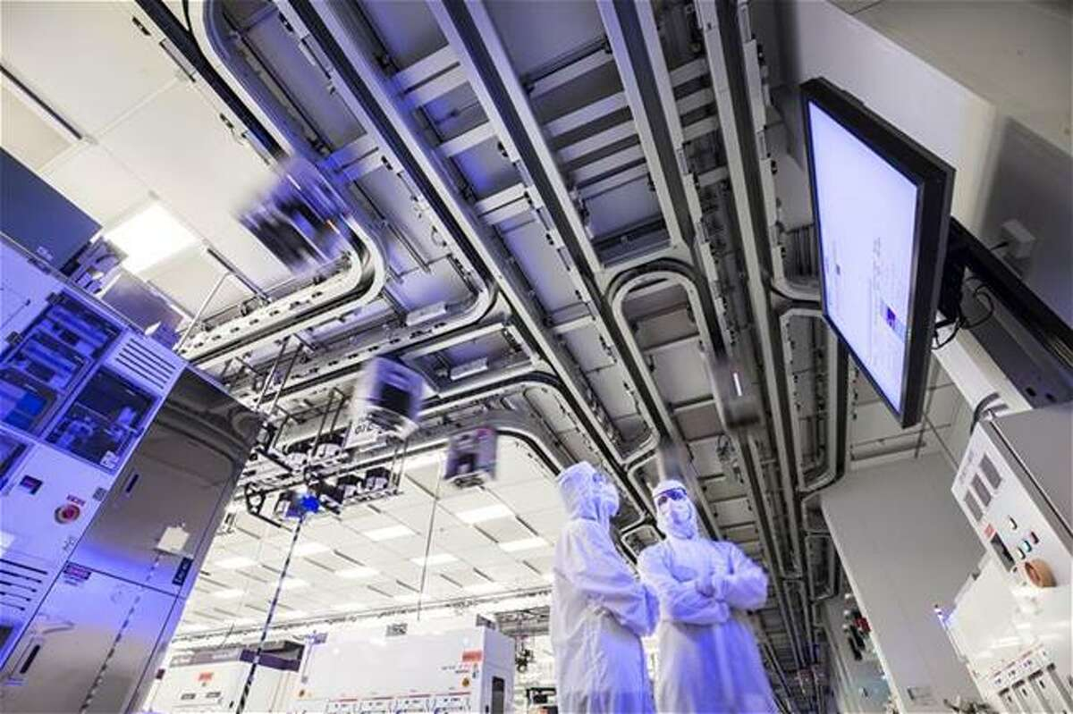 Workers at GlobalFoundries' Fab 8 chip factory in Malta. (Source: GlobalFoundries)