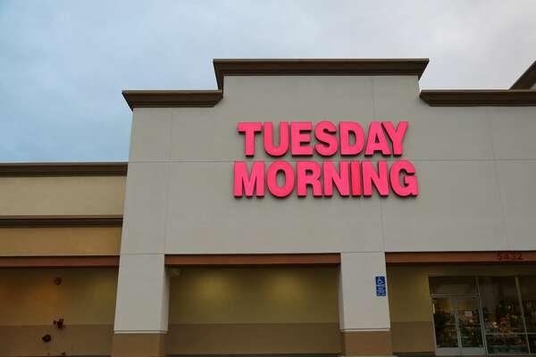 Tuesday Morning storefront at dawn in Lakewood , California