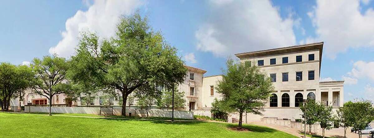 The University of Texas at Austin Law School First time pass rate: 93.87 percent of graduates (245 of 261) Repeat pass rate: 64 percent passed (9 of 14).
