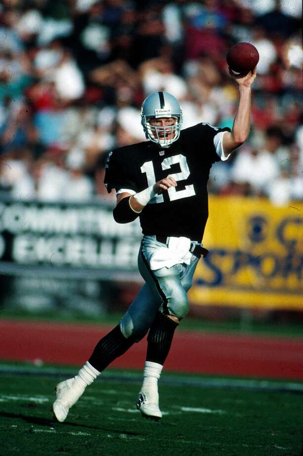 Quarterback Todd Marinovich of the Los Angeles Raiders looks to pass in a 28 to 13 loss to the Dallas Cowboys on 10/25/1992. Photo: Rob Brown/NFL