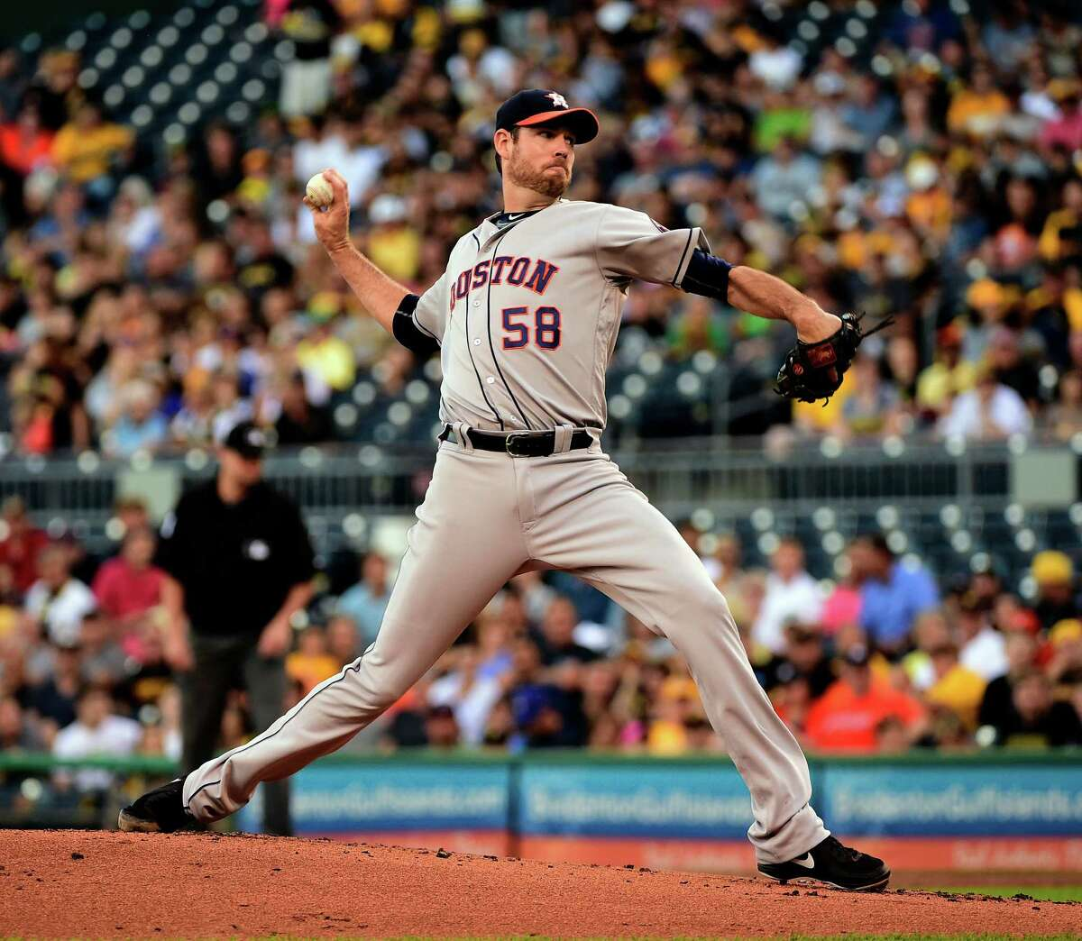 Houston Astros' Doug Fister pitches in the first inning of a baseball game against the Pittsburgh Pirates in Pittsburgh, Monday, Aug. 22, 2016. (AP Photo/Fred Vuich)