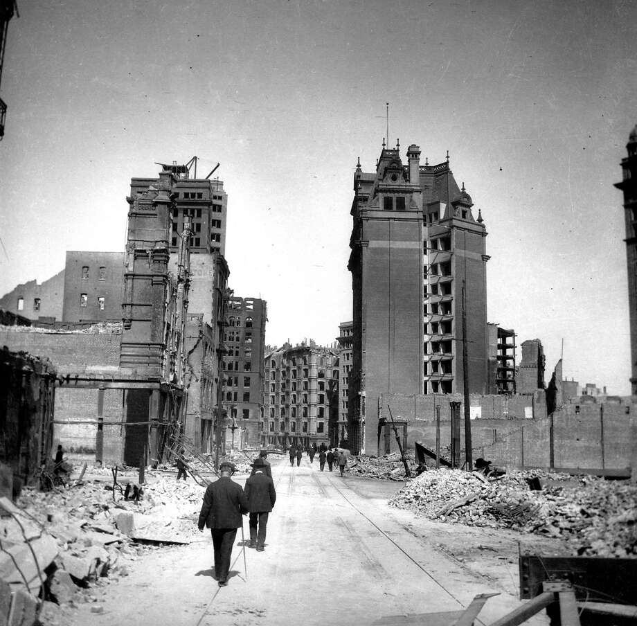 Looking down Geary Street after the 1906 earthquake and fire, with the de Young Building on the left in the background. Photo: Chronicle Archives