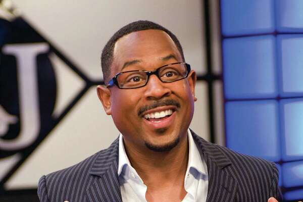 "In this image provided by Universal Studios, Martin Lawrence, portrays Dr. RJ  in a comedy about a self-help guru who returns home in ""Welcome Home Roscoe Jenkins"". (AP Photo/Universal Studios, David Lee) ** NO SALES **"
