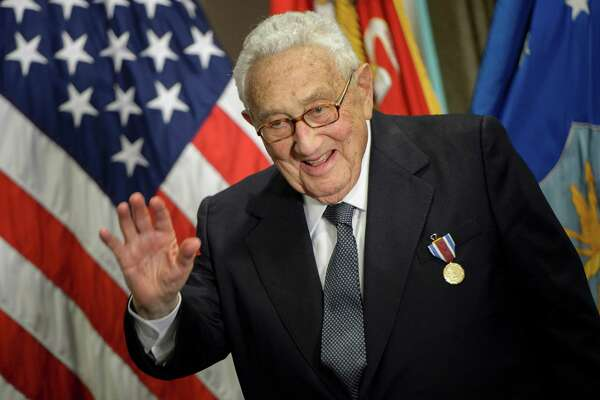 Former US Secretary of State Henry Kissinger waves after receiving an award during a ceremony at the Pentagon honoring his diplomatic career May 9, 2016 in Washington, DC. / AFP PHOTO / Brendan SmialowskiBRENDAN SMIALOWSKI/AFP/Getty Images