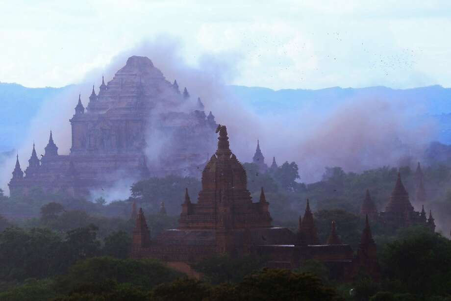 Dhammayangyi temple is shrouded in dust as a strong earthquake hits the ancient city of Bagan. Photo: SOE MOE AUNG, AFP/Getty Images