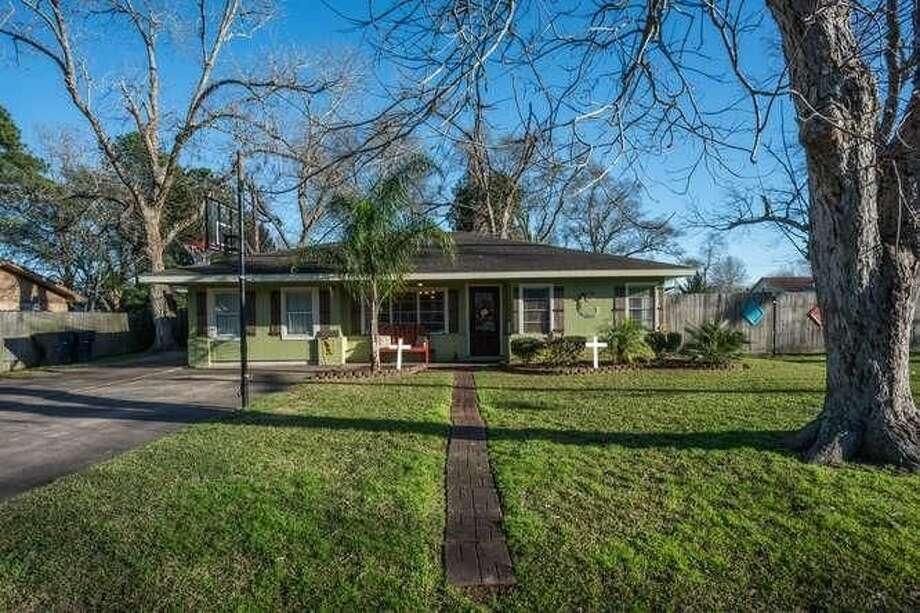 6658 Hansen St., Groves, Texas 77619$154,900. 3 bedrooms; 1 full bathroom. 1,590 sq. ft., 0.25 acres lot. Photo: Realtor.com