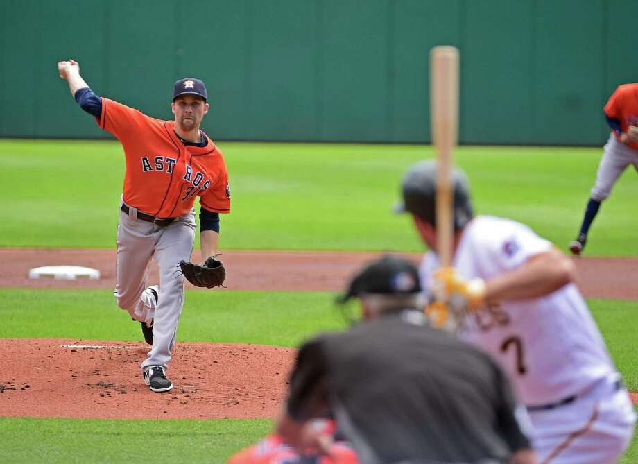 Astros nip Pirates to close out 5-2 road trip