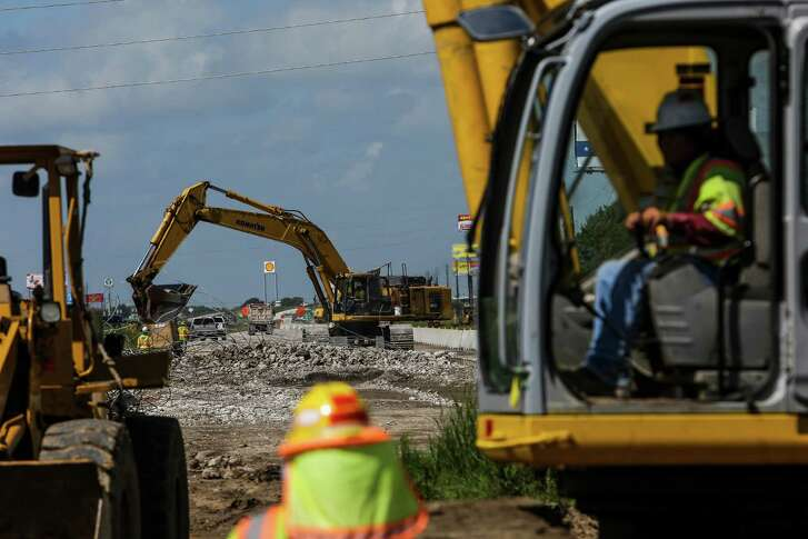 Crews work to widen U.S. 59 in Fort Bend County Tuesday, August 23, 2016 in Rosenberg.