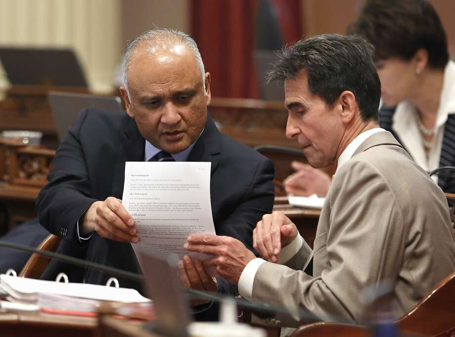 State Senators Ed Hernandez, D-Azusa, left, and Mark Leno, D-San Francisco, confer during the Senate session Thursday, May 26, 2016, in Sacramento, Calif. (AP Photo/Rich Pedroncelli) Photo: Rich Pedroncelli, Associated Press