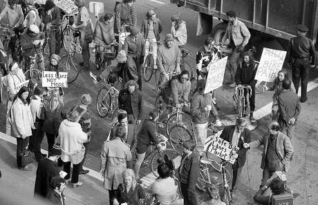 Jan. 12, 1972: San Francisco bicyclists protest in front of City Hall, in an early attempt to get government officials to approve a bike lane on Market Street. Photo: Joe Rosenthal / The Chronicle