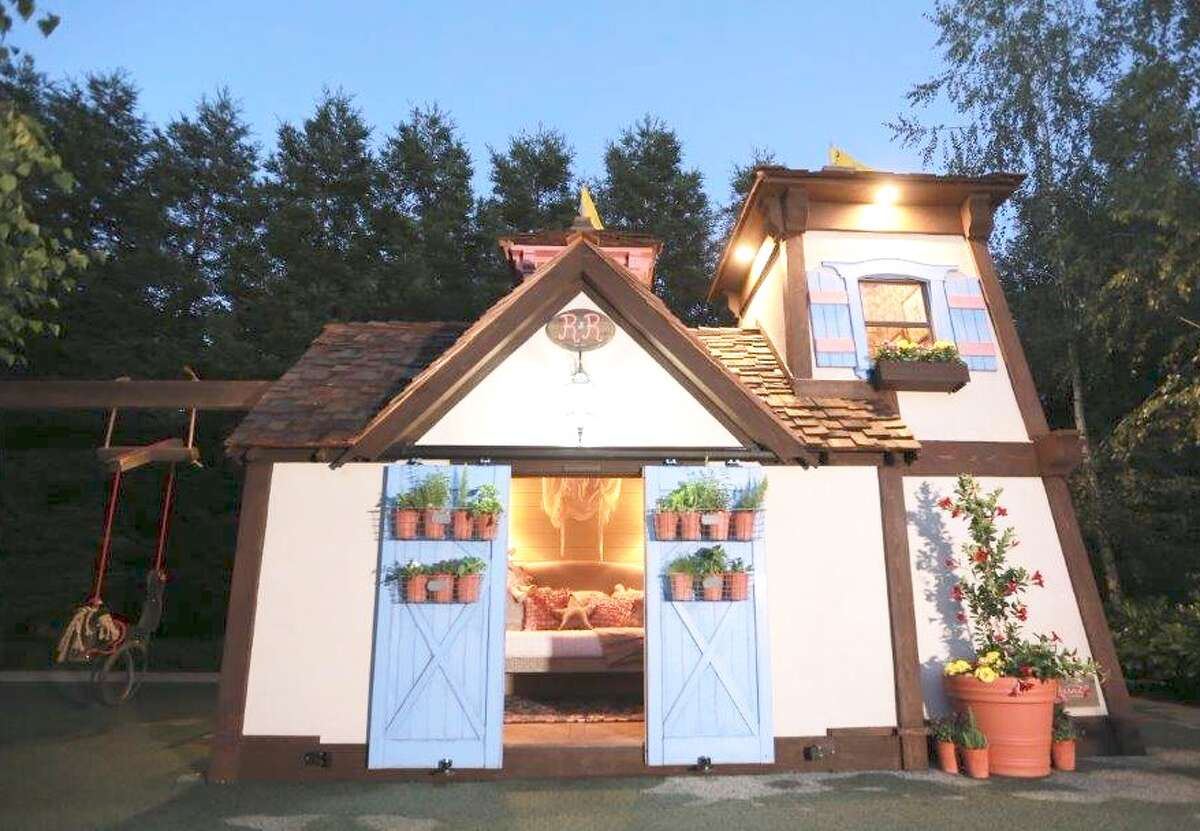 The front of Riley Curry's new playhouse.