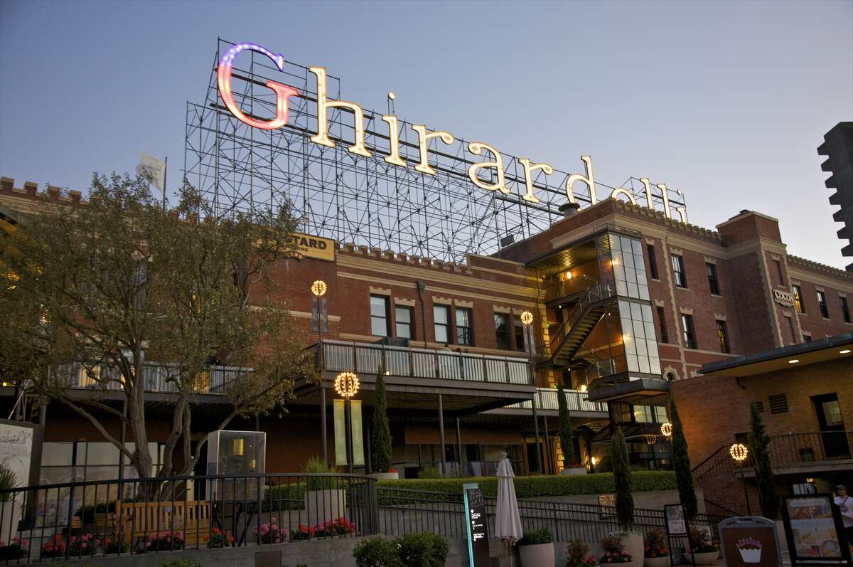 Ghirardelli Square, open-air center filled with specialty shops, restaurants, ice cream parlor and original chocolate-making machines, San Francisco, California, USA.
