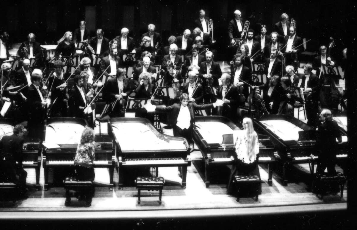 In 1985 MTT led the San Francisco Symphony in Liszt's Hexameron, a work for orchestra and six pianos.