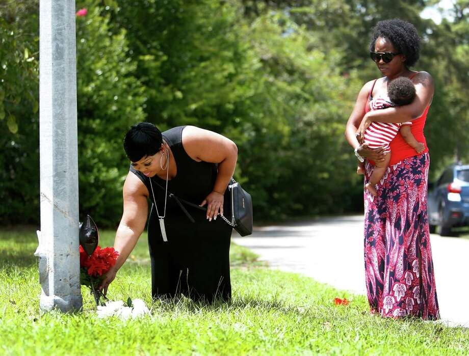 Kimberly Bass on Wednesday lays a vase of flowers at the scene where her 85-year-old father died after a car struck him on his bike around 11 p.m. Monday in the 700 block of West 43rd Street near Shepherd. Bass said her father was independent and spiritual. Photo: Karen Warren, Staff Photographer / 2016 Houston Chronicle