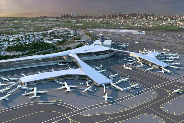 Key features of the new LaGuardia Central include pedestrian bridges over the active taxi lanes with sweeping views of the airfield and the Manhattan skyline beyond.  (PRNewsFoto/LaGuardia Gateway Partners)