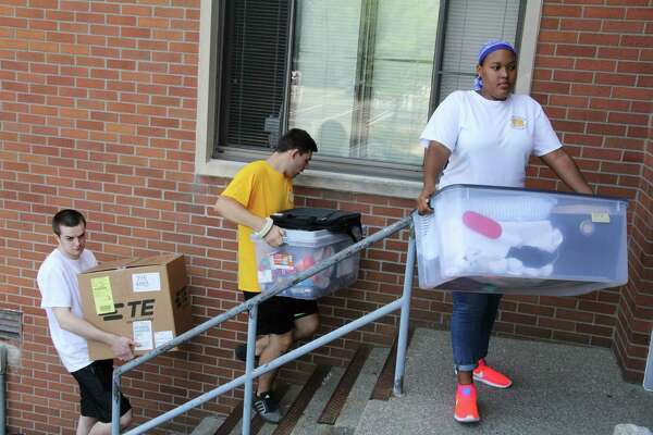 Upperclassmen at the College of Saint Rose in Albany serve as arrival assistants on Wednesday, Aug. 24, 2016, to help resident first-year and transfer students move into their new homes. (Benjamin Marvin/The College of Saint Rose)