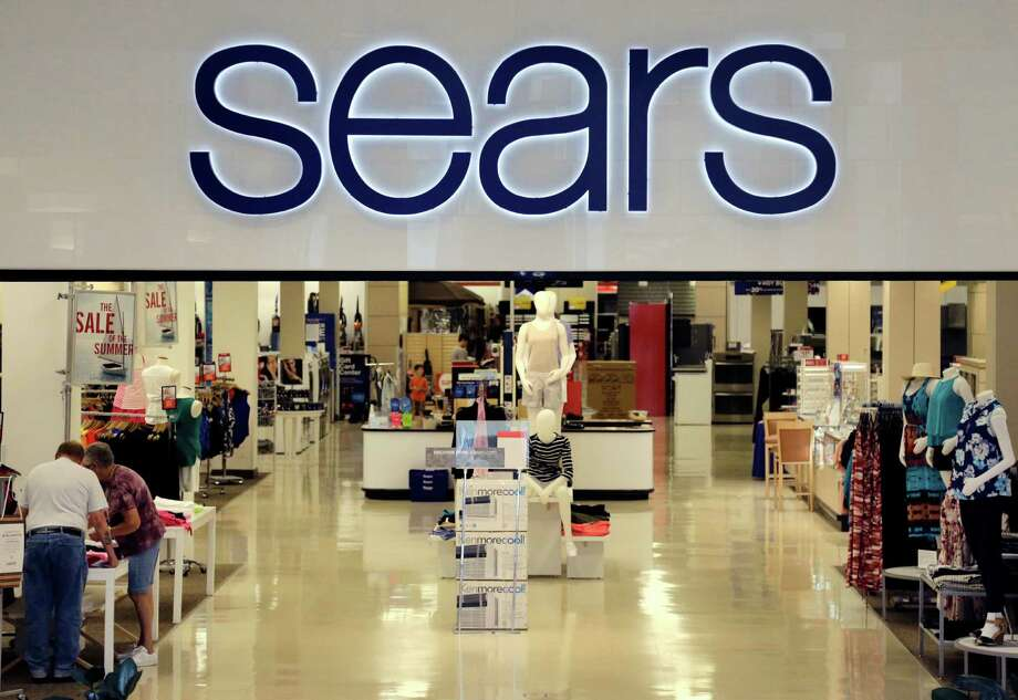 Sears, headquartered in suburban Chicago, is bringing back two paint brands, Weatherbeater and Easy Living, along with a newly added line under the Craftsman label designed for use on metal, porches and garage floors. Photo: Elise Amendola /Associated Press / AP