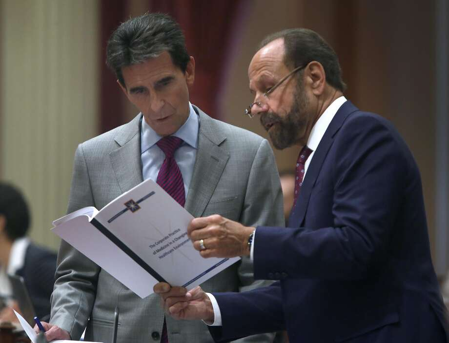 State Sen. Jerry Hill, D-San Mateo (right), shown last year with then-state Sen. Mark Leno, wants patients to know when their doctors are on probation. Photo: Paul Chinn, The Chronicle