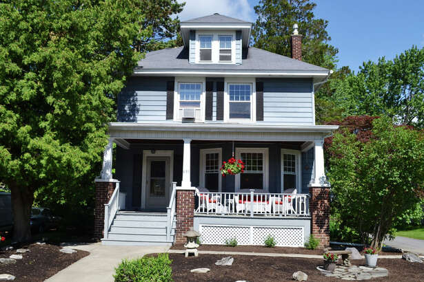 House of the Week: 835 Lakewood Ave., Schenectady |  Realtor:    Marion DeSantis of RealtyUSA  |  Discuss:   Talk about this house
